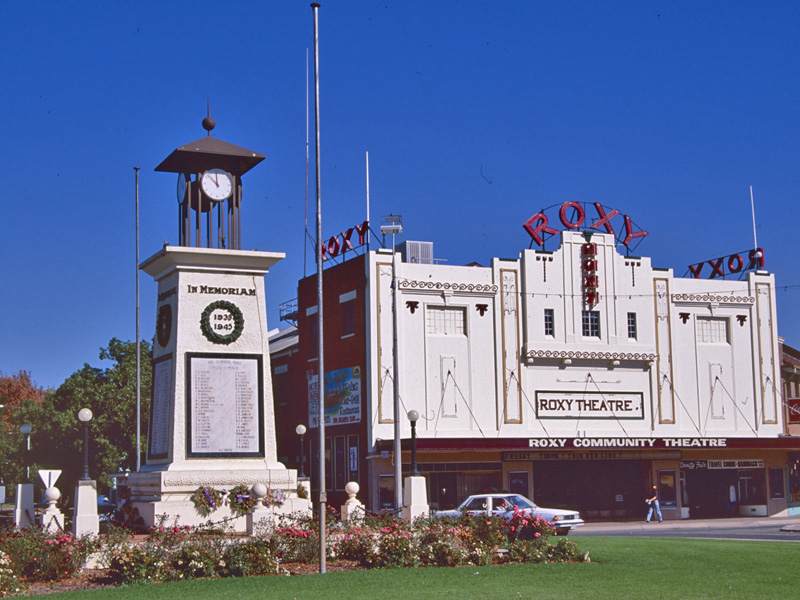Leeton Australia  city images : The Roxy Theatre and the War Memorial.