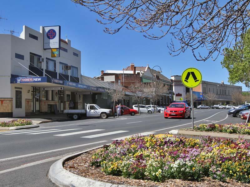 Wellington, NSW - Aussie Towns